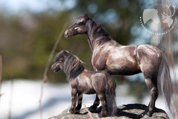 Kavioiden kopsetta & koparoiden naksetta: Huovutettujen hevosten lauma