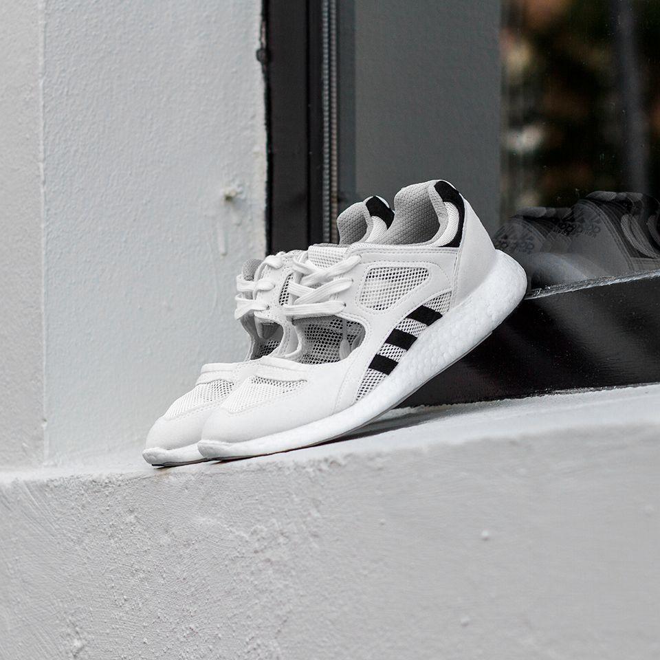 Adidas Equipment Racing 91/16  https://rezetstore.dk/adidas-equipment-racing-91-16-w-ftwwht-cblack-ftwwht-1468017