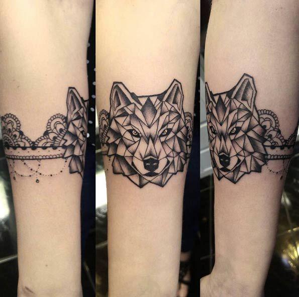 25 amazing geometric dotwork wolf tattoos tattoo pinterest tatouage tatouage loup et. Black Bedroom Furniture Sets. Home Design Ideas