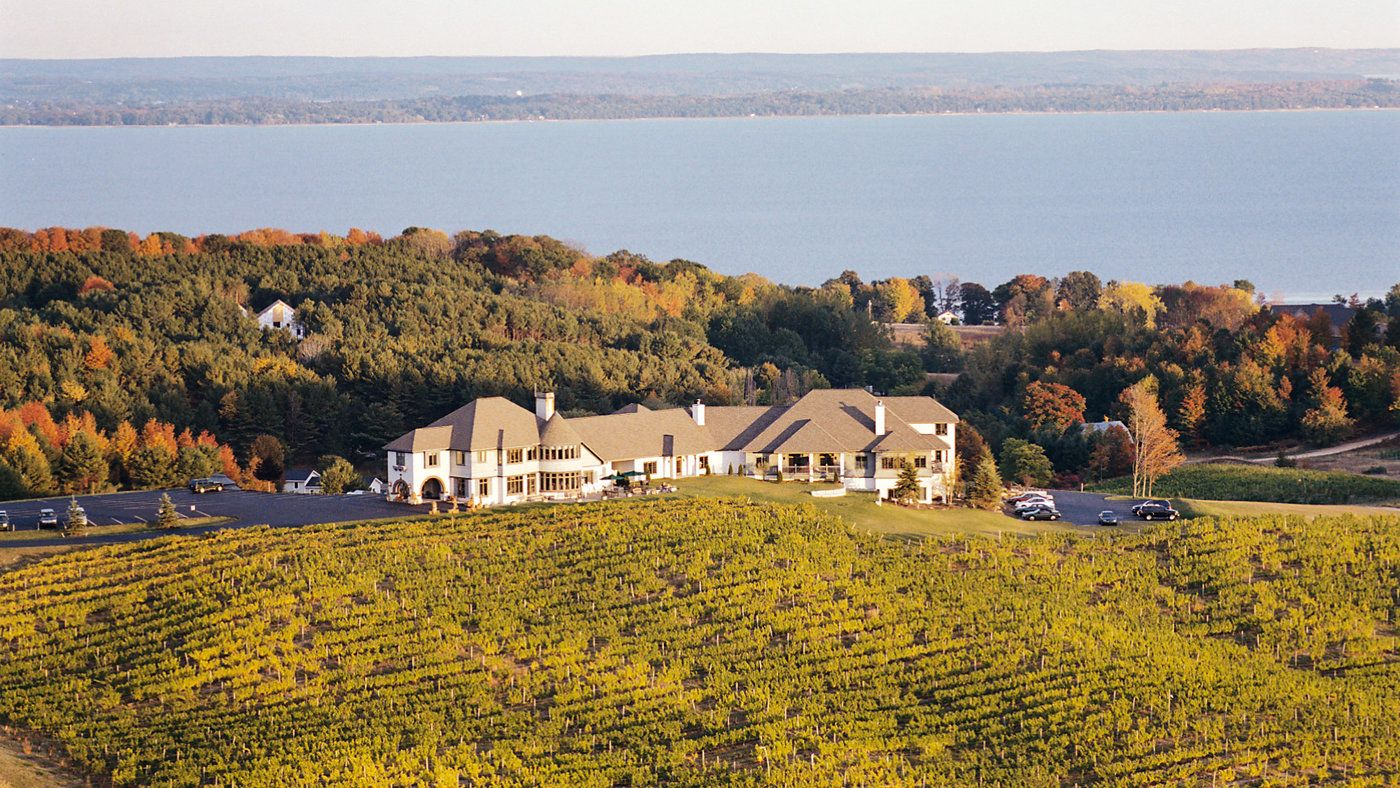 Best Michigan Wineries To Visit Wine Country Michigan Travel Places To Go