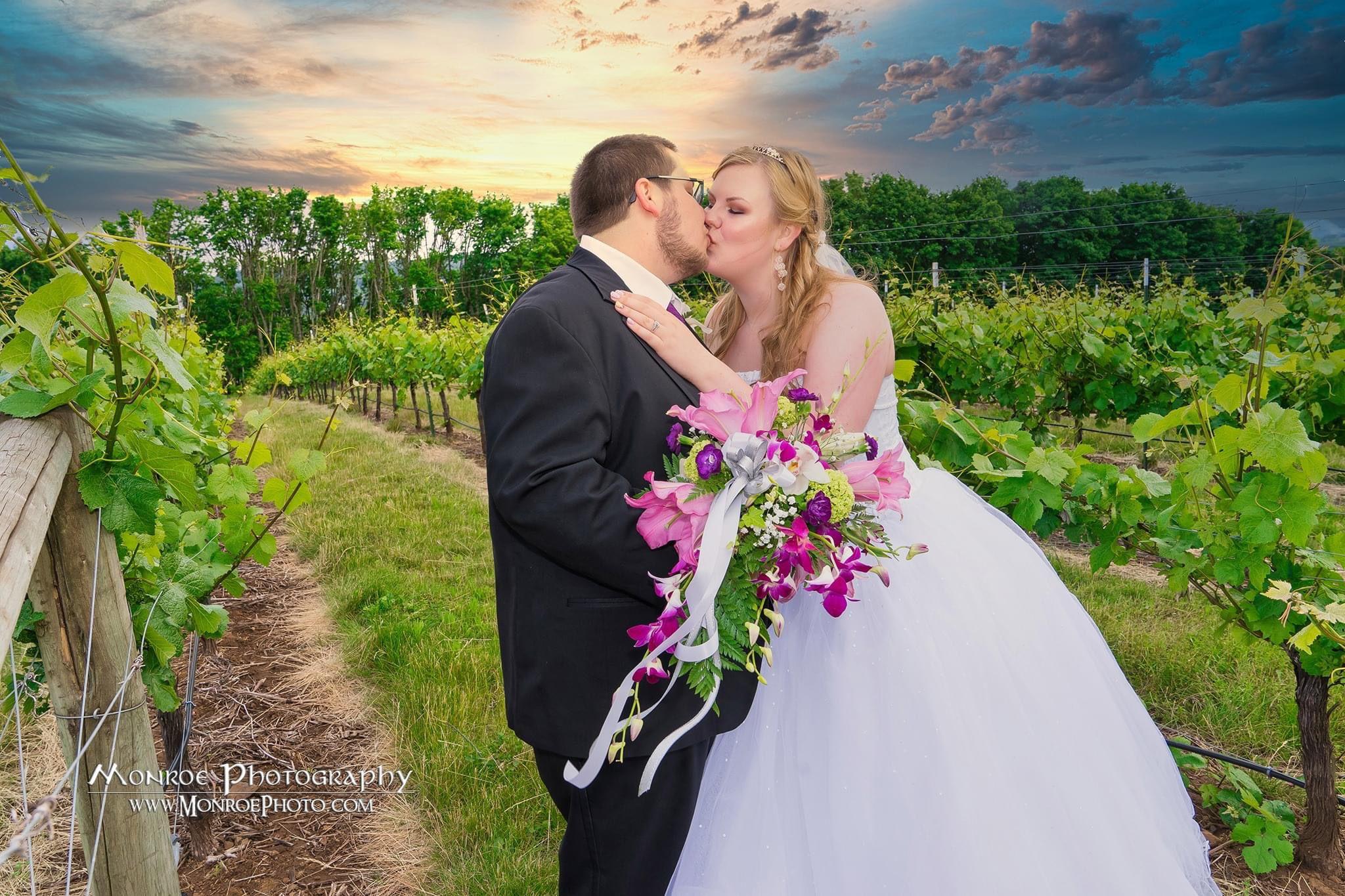 @salem oregon  #pnwphotographer #pnwedding #oregon #sonyalpha #sony #fairytail #tangled #weddingphoto #weddingpictures #weddingportraits