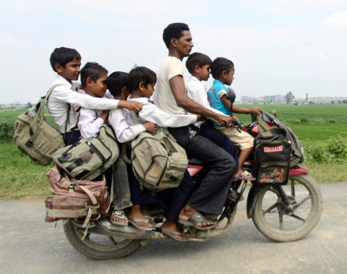 motorcycle family pics  Family on a motorcycle in India - Photos - Overloaded vehicles ...