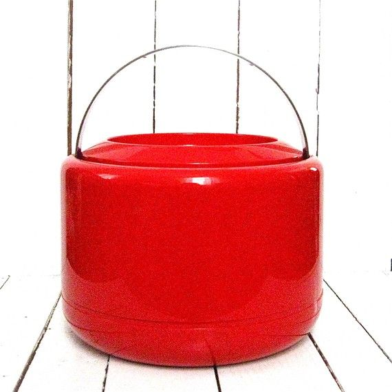 ice bucket... i don't need an ice bucket, but just look at it.