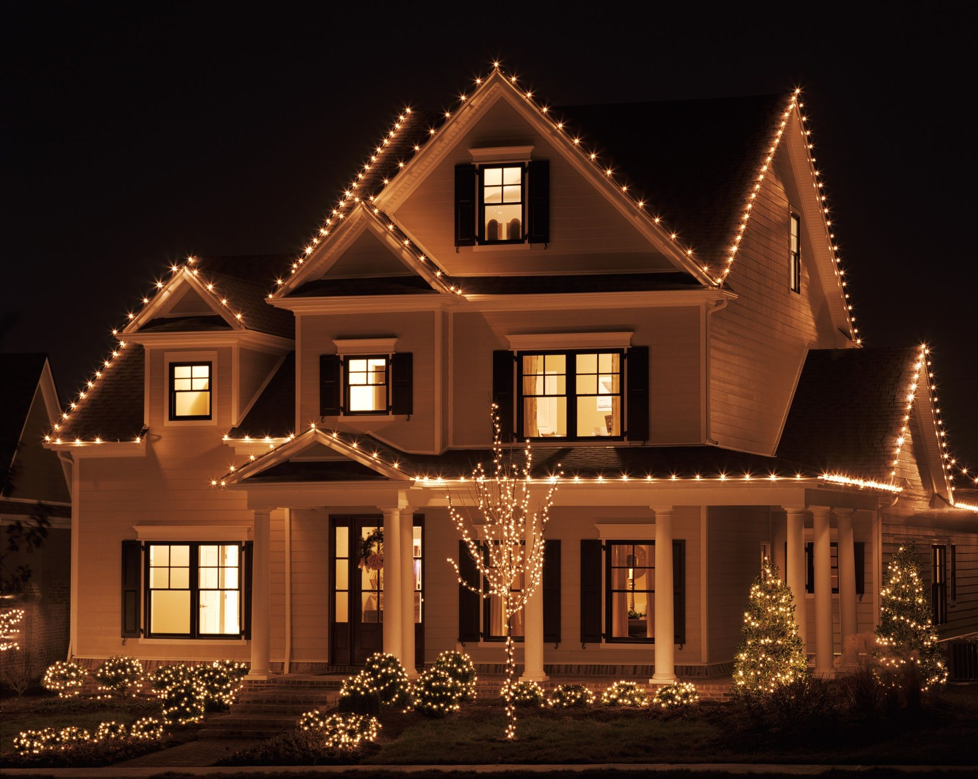 We Ve Got The Tips And Tricks You Need To Hang Your Lights Carefully Without Damag Outdoor Christmas Lights Christmas Lights Outside Exterior Christmas Lights