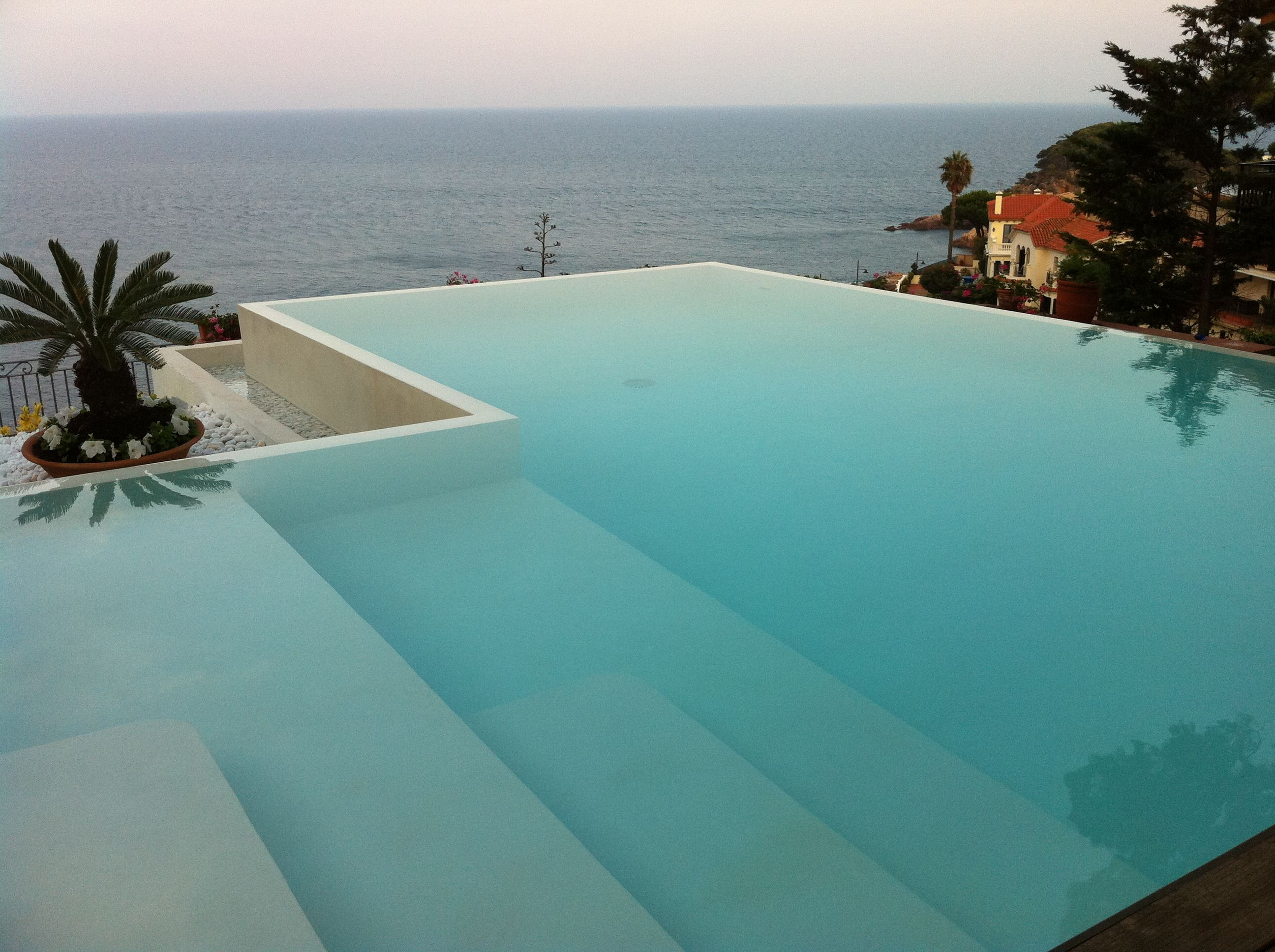 Image result for piscina gresite blanco pools for Piscinas con gresite blanco