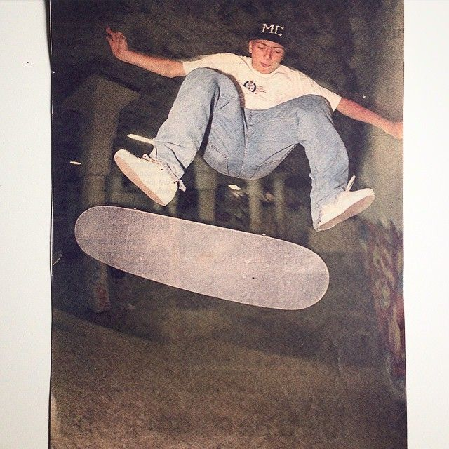 Light blue jeans / white tee / white shoes the look of 95. Looks familiar? Til this day I still love skating banks popping them flips. Halfcab flip / GBG / 1995. Photo by Nicklas Maupix #madcircle #mc