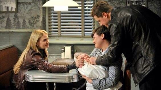 #ouat Emma and her parents with the new baby