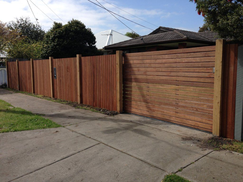 Merbau Front Feature Fence Vertical Timber Fencing Horizontal Sliding Gate Automatic Motor