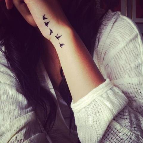 Delikatny Tatuaż Jaskółki Tattos Tatuaże Na Rękach