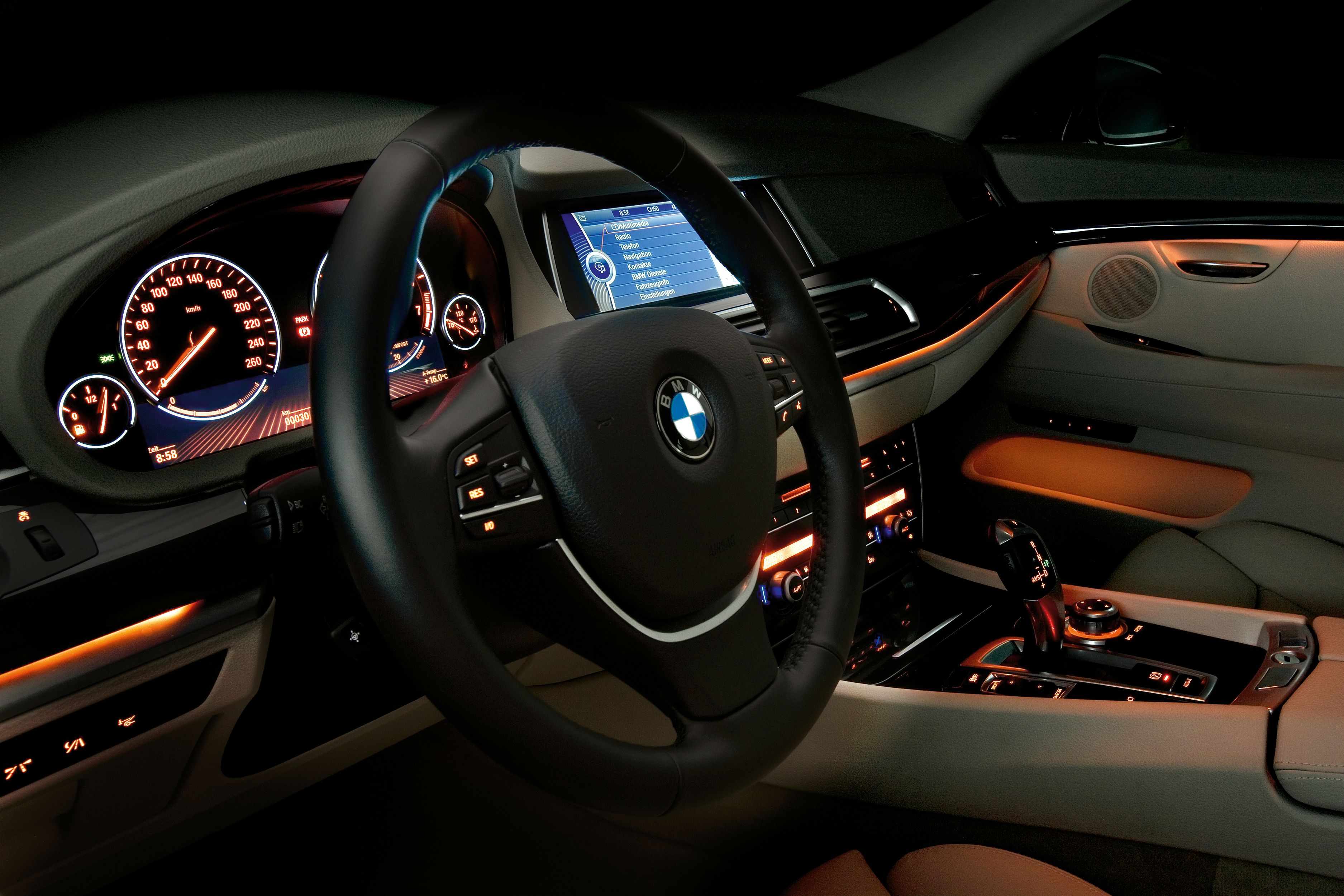 Salon Of Bmw 5 Series Gt During The Night Con Imagenes Bmw