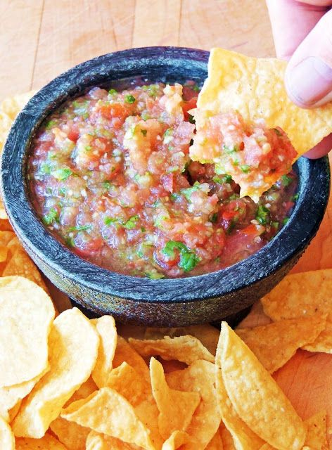 Salsa Fresca (Restaurant Style Salsa)