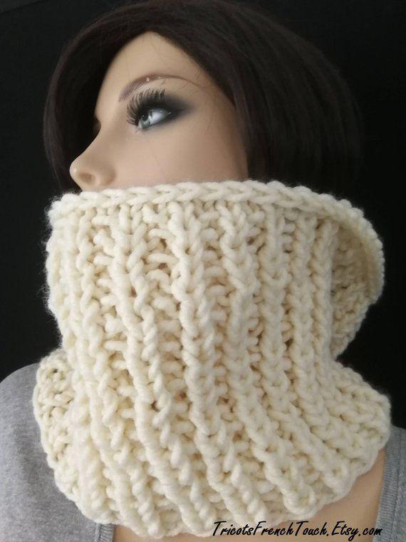 Articles similaires à Snood col en laine écru pour femme   homme snood écru  col écharpe tour du cou écharpe tube grosses mailles snood mixte cadeau  noël ... c242ef17bc7