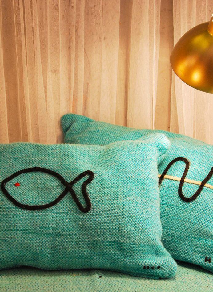 honor d coration textile coussin brod poisson ou vague homewares pinterest. Black Bedroom Furniture Sets. Home Design Ideas