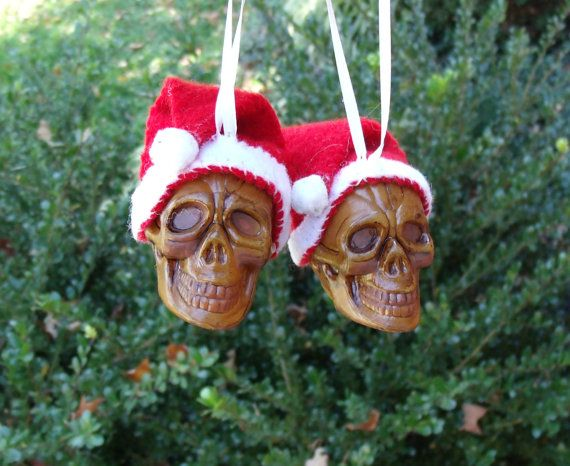 There's an idea for the xmas tree! @maggie brown Halloween Trees, Halloween  Skull - Christmas Santa Skull Ornaments With Glitter - Gothic Christmas