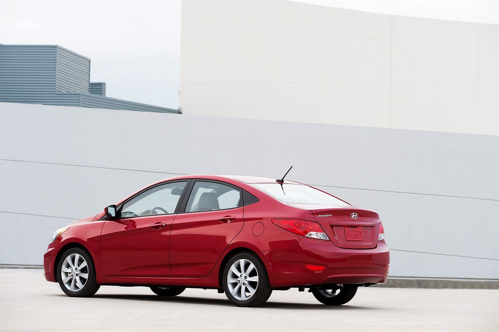 HYUNDAI Accent 4 Doors Hyundai accent, Nissan versa, Hyundai