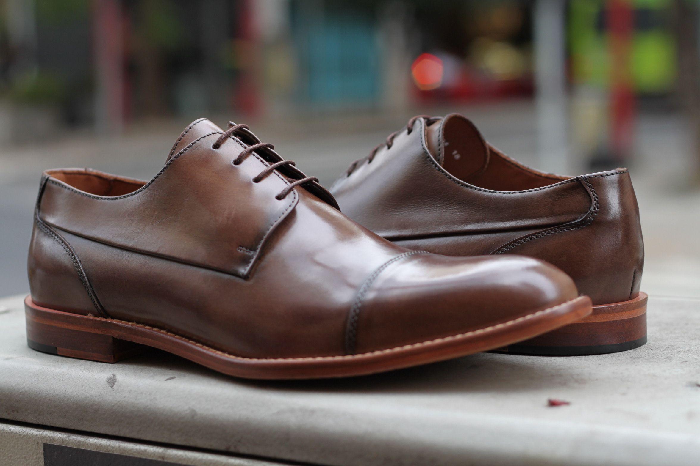 4087e54263 Sapato Social Masculino Derby CNS em couro cor Sand com sola de couro e  forro em