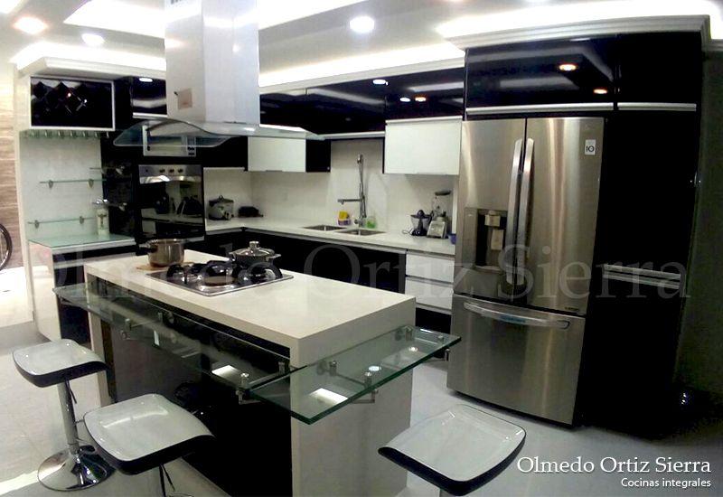 Cocina Moderna con Isla. Pintada con poliuretano. #cocinasintegrales ...