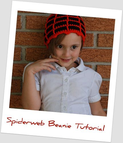 This beanie looks like a spiderweb!  I can't wait to try it with gray for the web.