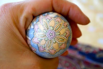 My friend Angie's great blog post about Dyeing Easter Eggs with silk ties! :)  We loved doing it this year.  So easy and fun.