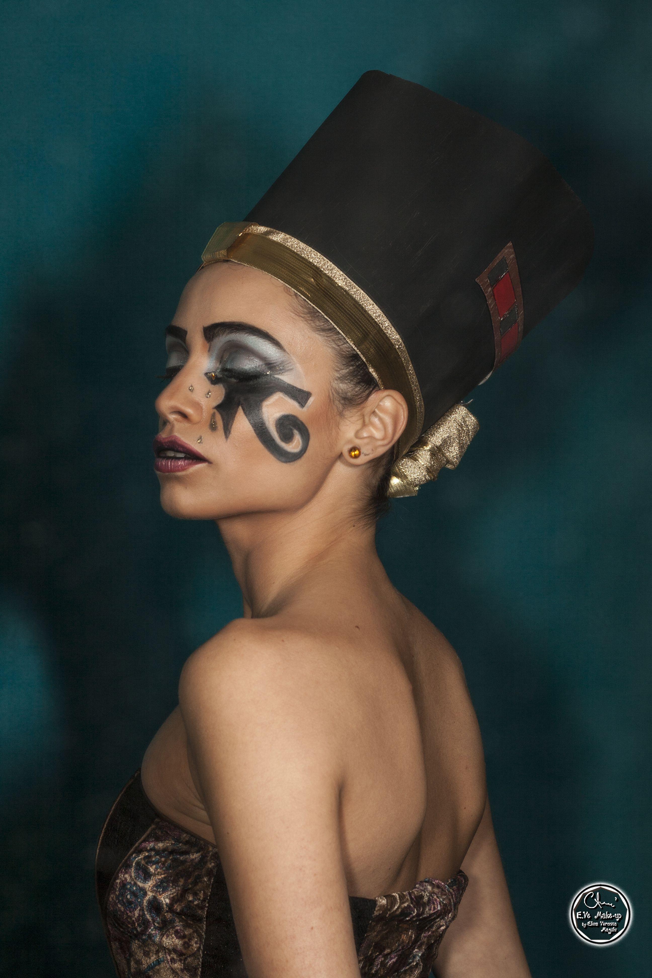 Eye of Horus Makeup Egypt makeup, Egypt fashion, Queen