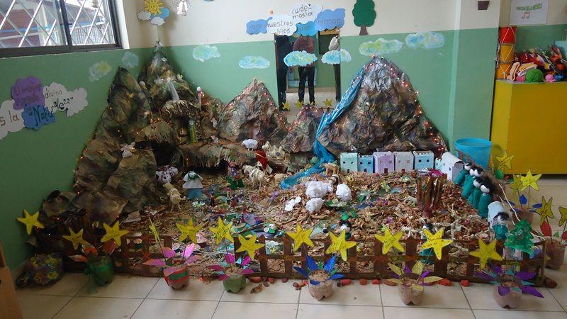 modelos de nacimientos navide241os con material reciclado