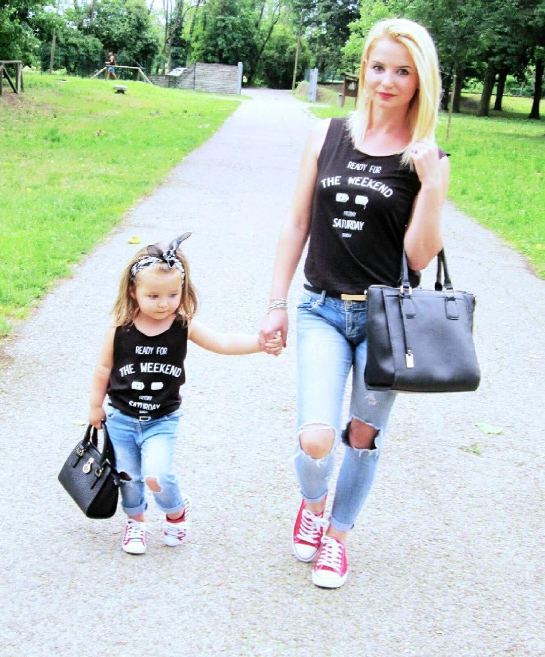 08b37cf4f37 Calça Jeans e Blusa Preta Mother Daughter Photos