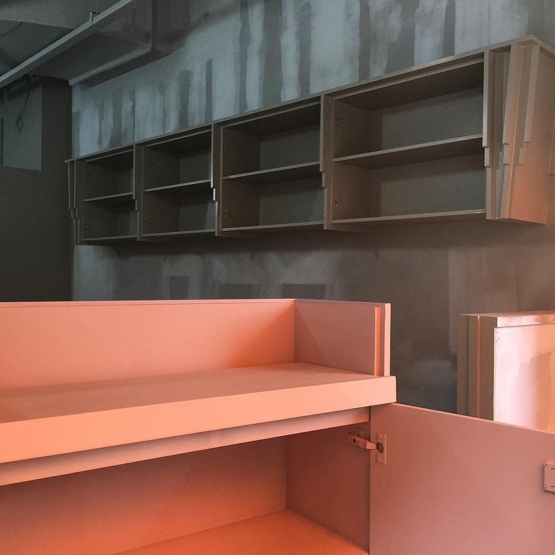#residentialspaces #commercialspaces #flooring #wallpaper #furniture #lighting #art #painting #dunnedwards #가구도장 #벽체도장 #천장도장 #도장반장님 #핑크엑센트굿 #몰딩엑센트굿 #하우스라이크호텔 #메종드줄리 by mariekwon
