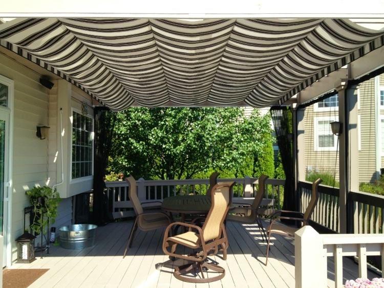 gestreifter stoff und luftige vorhänge für die holz pergola, Gartengerate ideen