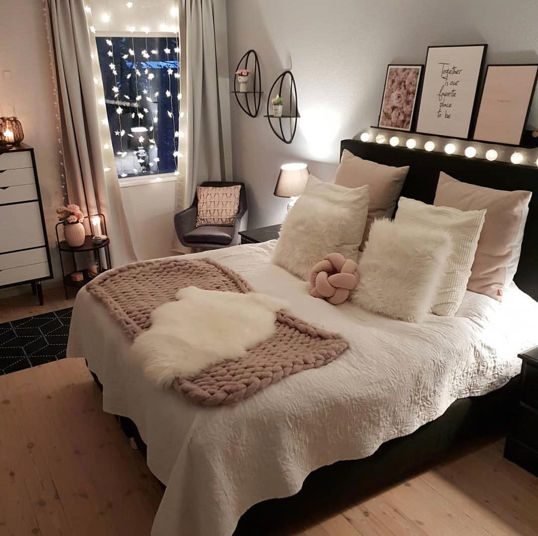 "My Favroom on Instagram: ""Cozy time ️ Schaut doch mal bei ihr vorbei �� @mrscarlissa �� . . #room #roominspiration #home #homedecor #home4cooperation #bed #bedroom…"""
