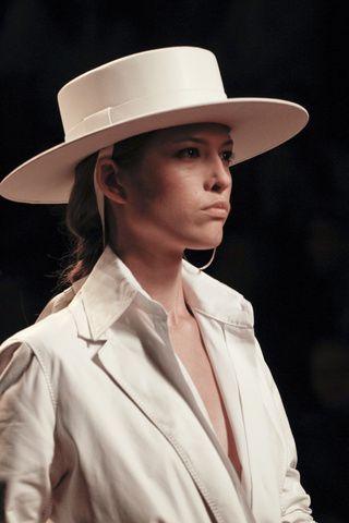 42acd9f9 Como vestimos: EL SOMBRERO CORDOBÉS Dior Fashion, Fashion Hats, Hermes,  Christian Dior