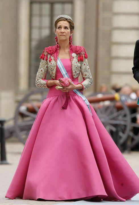 infanta-elena-torera-boda-victoria-de-suecia.jpg (489×720) | bestido ...