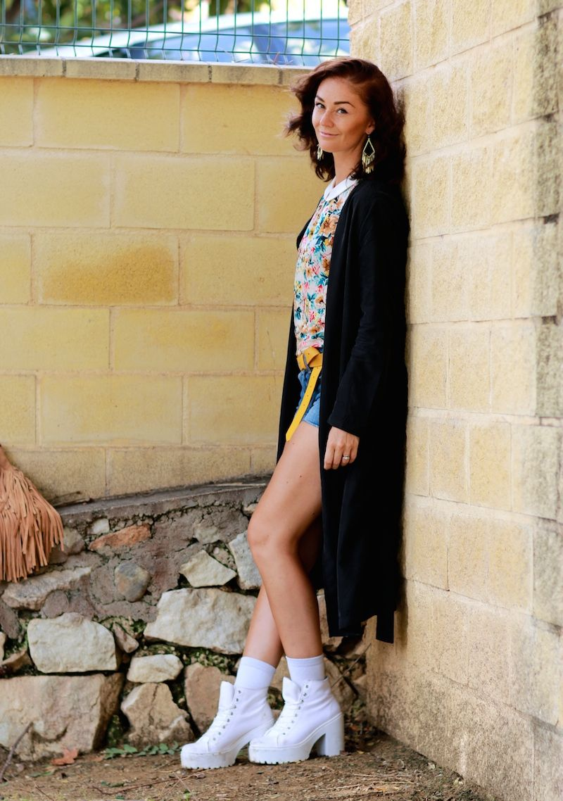 PÄIVÄN Asu, todays, outfit, style, style inspiration, outfit inspiration, thick bace shoes, long coat, shorts, flower shirt, mid lenght hair, fashion, fashion blogger, muotiblogi, fashionblog,