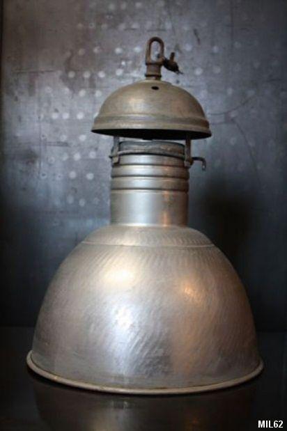 Lampe industrielle (suspension), très beau modèle en aluminium, d'époque 1940, réglable en hauteur, très bon état général, 6 pièces disponibles