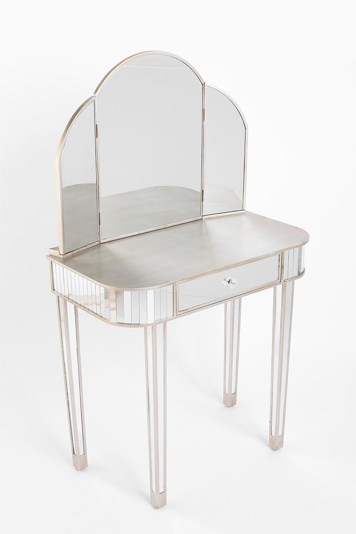 Dreamed of having a vanity in my bedroom since i was a little girl fairest of them all vanity table uo geotapseo Choice Image
