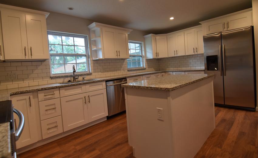 Ice White Shaker Kitchen Cabinets with Luna Pearl granite | Hedge ...