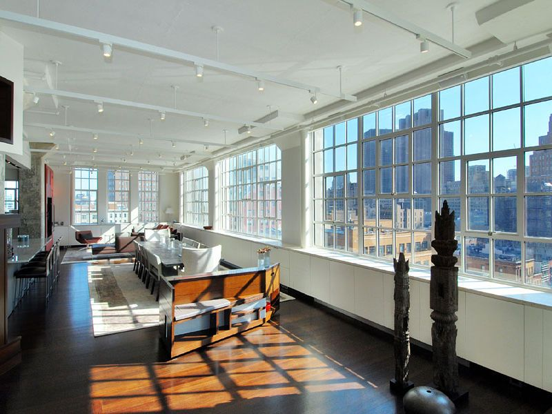 See This House Living Large With Lots Of Windows In 12 95 Million Nyc Loft Cococozy New York Loft Modern Loft Loft Interiors