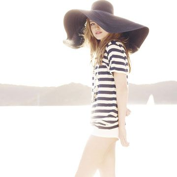 navy & white beach -hat :)