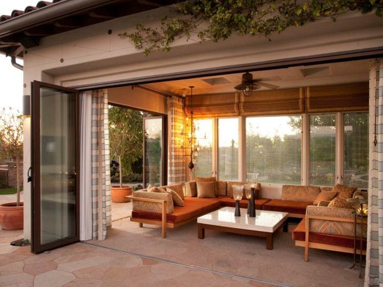 Dise os de terrazas cerradas y con cubiertas incre bles for Mosquiteras puertas abatibles terraza