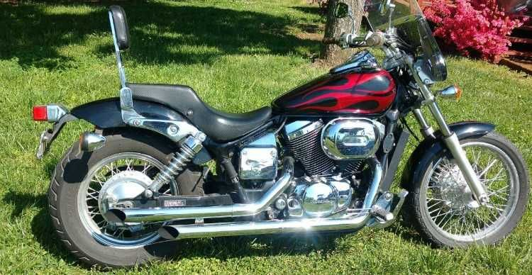 2005 Honda 750 Shadow Nice motorcycle  Black with red flames