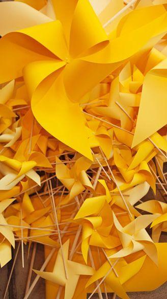Gelbe Windmuhlen Goldentoast Gelb Farbe Gelb Und Zitronengelb