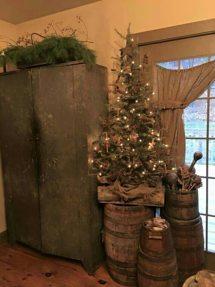 Pin By Lisa Decicco On My Christmas Primitive Christmas Decorating Primitive Country Christmas Country Christmas Decorations