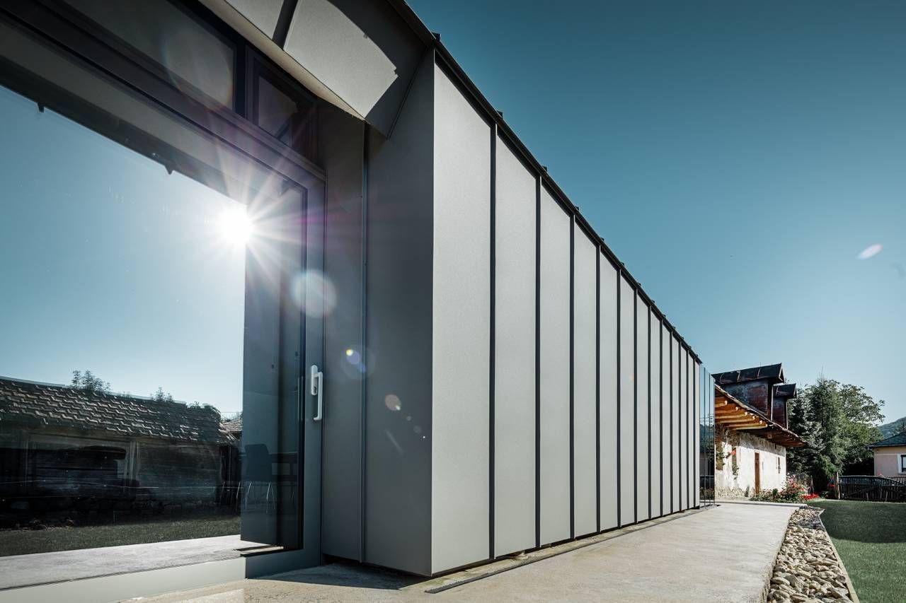 Ufficio Di Un Architetto : Un ampliamento in chiave ultramoderna degli architetti sorosi zsolt