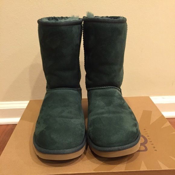Short UGGs | Forest Green | Size 7 Women's Only worn twice. The exterior of