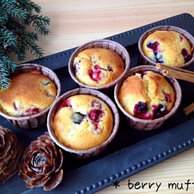 muffin マフィンにベリーmixとヨーグルトを入れて焼きました(◍ ͒•ಲ• ͒◍)♬   しっとり甘酸っぱいマフィンです☻ - 184件のもぐもぐ - 〜berry muffin〜 by ayukana