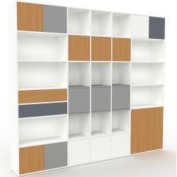 Photo of Wohnwand Weiß – Individuelle Designer-Regalwand: Schubladen in Eiche & Türen in Eiche – Hochwertige