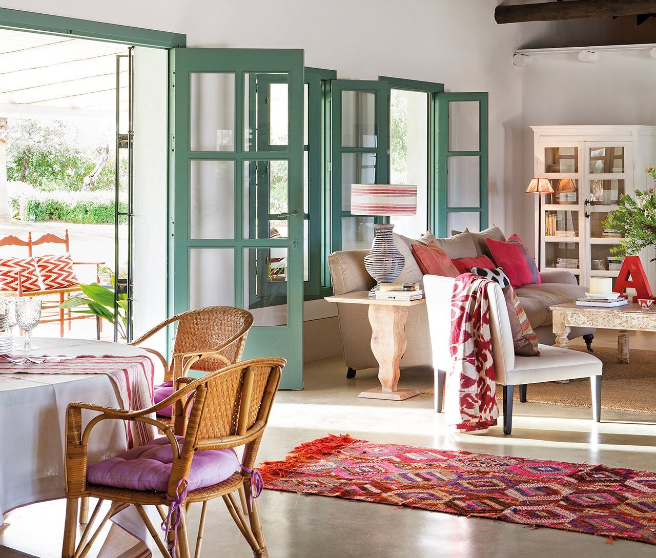 Una casa de verano en el sur llena de color · ElMueble.com · Casas ...