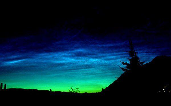 """julio maiz garcia en Twitter: """"Nubes noctilucientes en Noruega.Foto de Helgue Andersen. http://t.co/s1GvYMuj6R"""""""