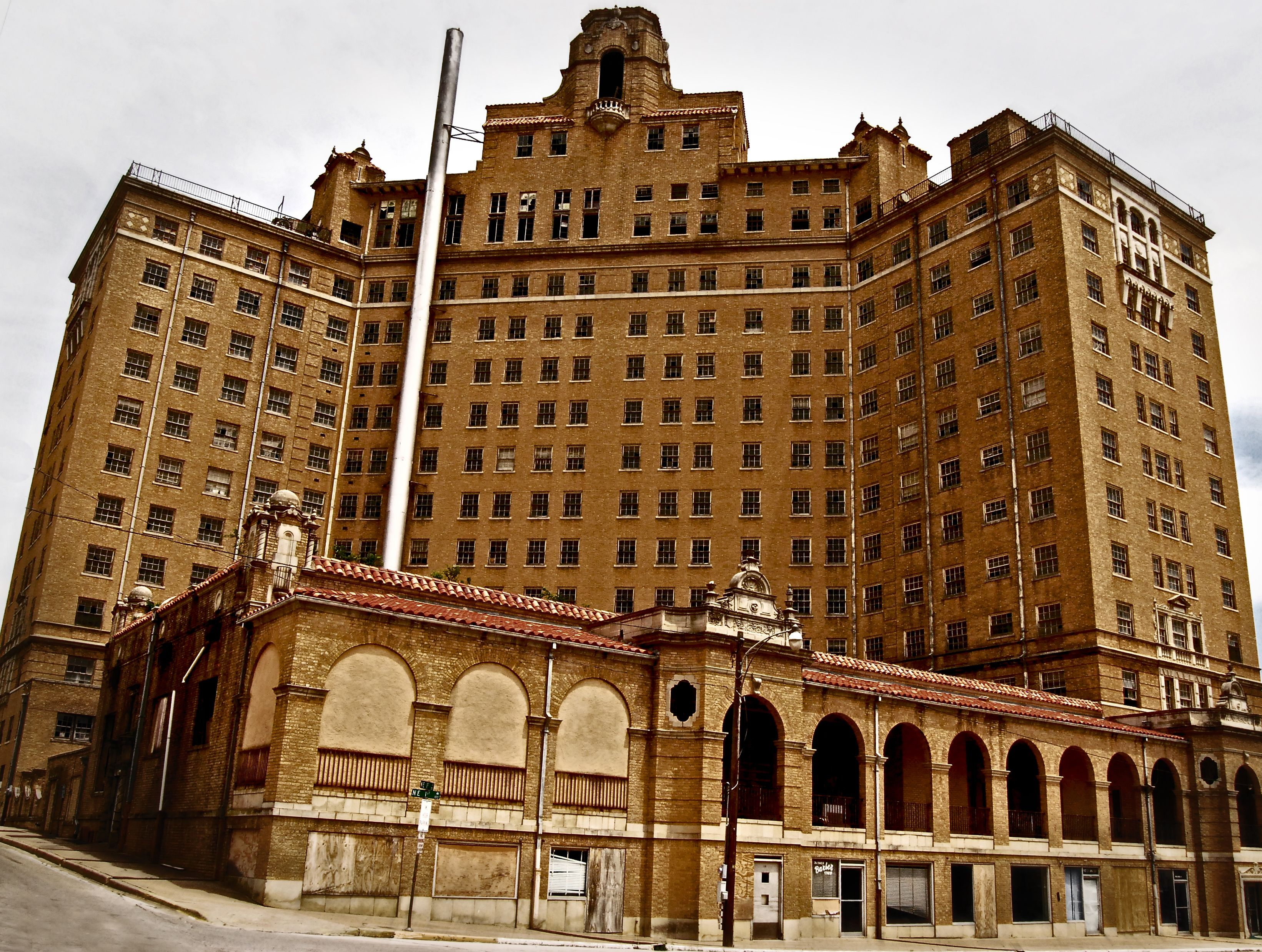 Mineral Wells Tx Abandoned Baker Hotel How Much Fun Would It Be To Spend The Night In An I Love So Eery
