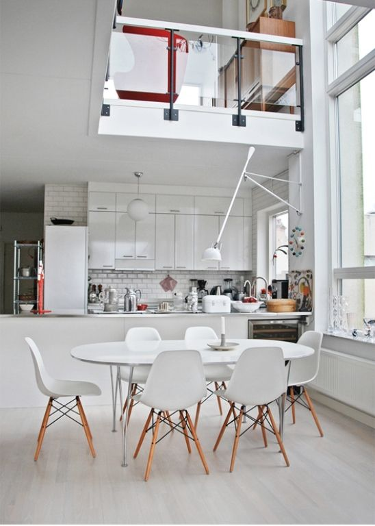 Salle à manger ouverte avec cuisine et mezzanine. | Archi intérieur ...