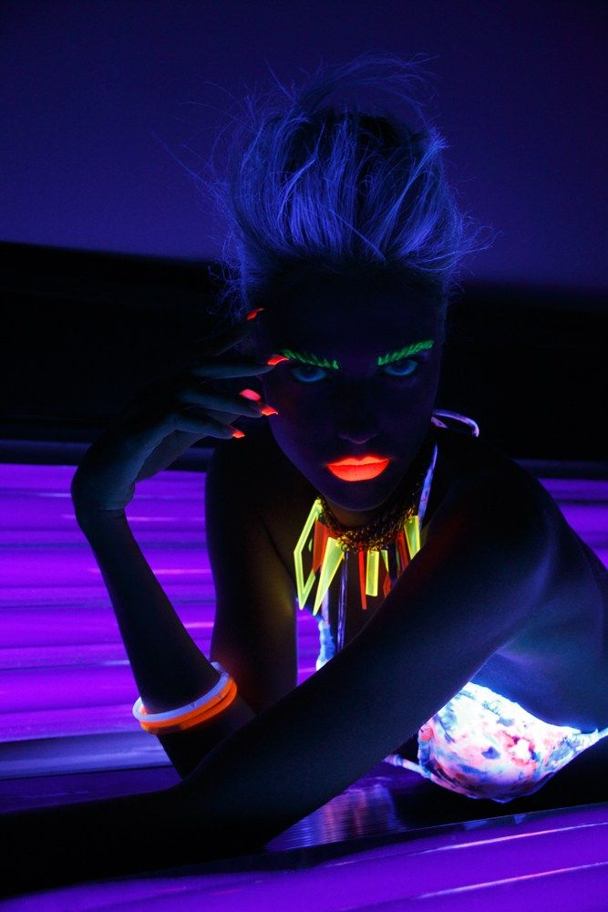 Models Alice Rausch and Edythe Hughes Post Contains:  Alice Rausch model, Edythe Hughes model, tanning booth editorial, black light, blacklight images, fluorescent makeup, neon makeup, glow in the ...
